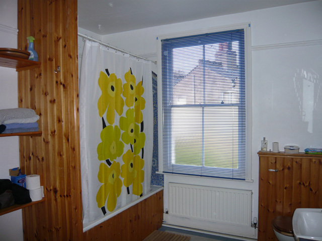 25mm aluminium venetian blind, yet again its blue.