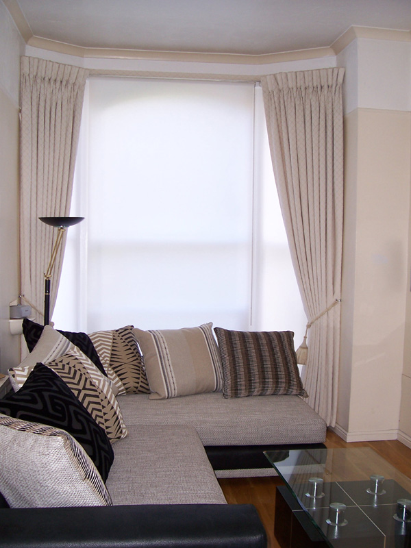 Goblet pleat curtains in cream damask fitted on covered fascia with plain white blinds
