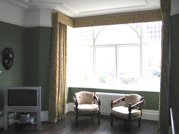 Curtains with flat pelmet - sometimes called a box pelmet