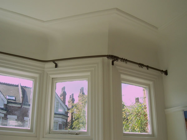 19mm wall to wall reverse bend baypole fitted in London this is a close up of the fixings on the right hand side