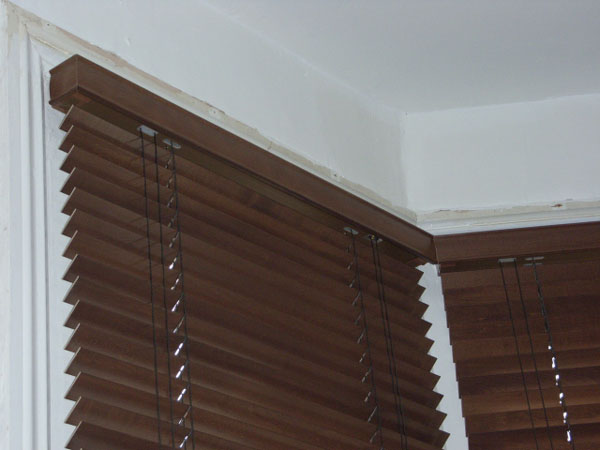 35mm auburn wood slat venetians installed in Tufnell Park, North London