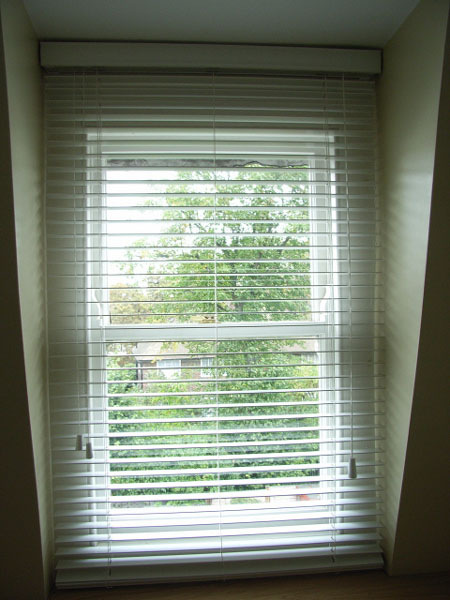 White woodslat venetian blind with 35mm slats, cord tilt and cord raise and lower
